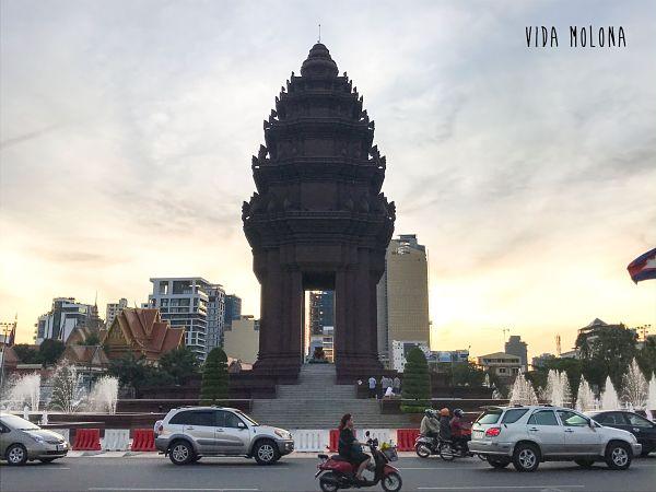 monumento-independencia-camboya-phnom-penh