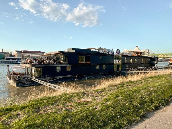 dunajsky-pivovar-restaurante-barco-bratislava