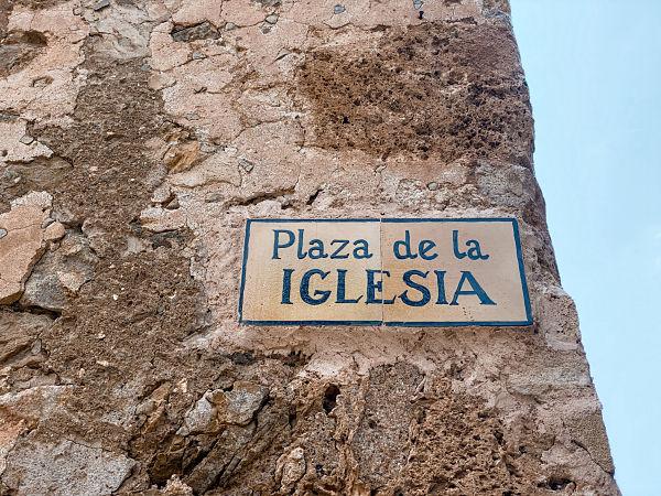 plaza-iglesia-deya