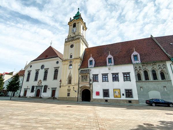 ayuntamiento-viejo-torre-reloj-bratislava